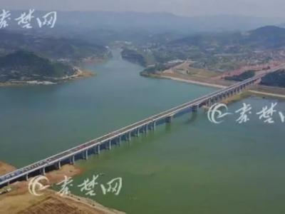 今天,郧阳龙舟节开赛,无人机拍下迄今为止最震撼的画面!