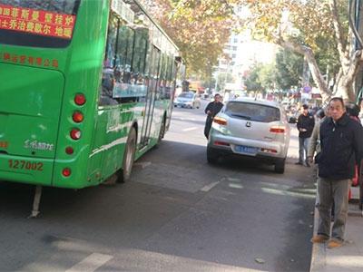[有意思]公交车道是你随便占停的吗?