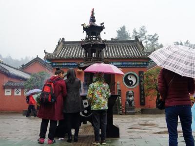 雨天的泰山观二