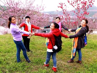 【春】老师带学员到户外采风学习
