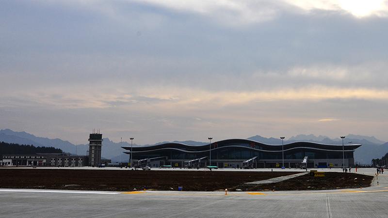 今日在建中的飞机场-拍客-爱十堰