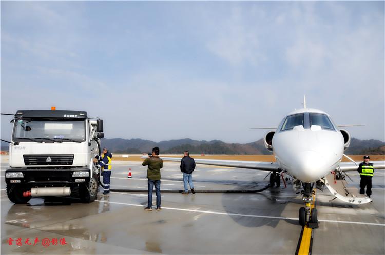 十堰:武当山机场迎首架飞机校飞