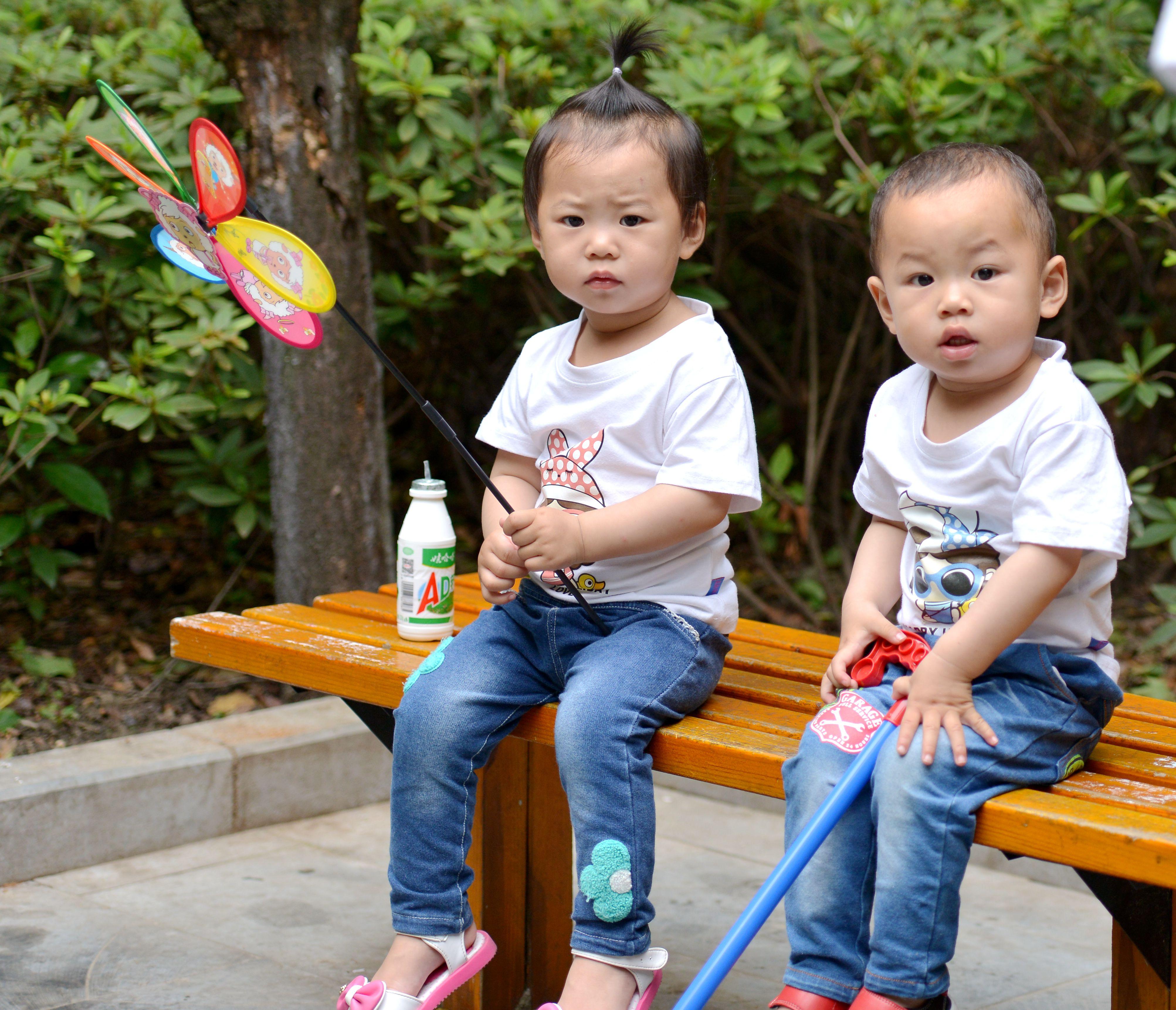 双胞胎小朋友真可爱!