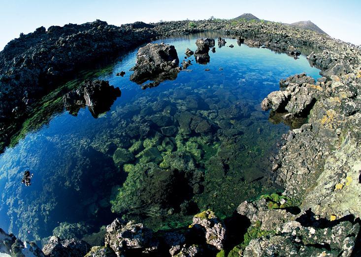还有长白山天池,五大连池,北戴河,承德避暑山庄,秦皇岛,白洋淀等北方