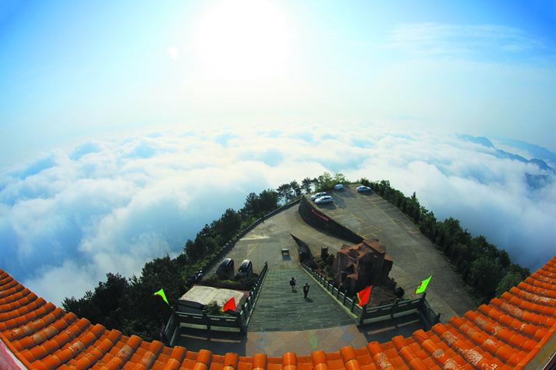 女娲山风景区   女娲山位于竹山县宝丰镇
