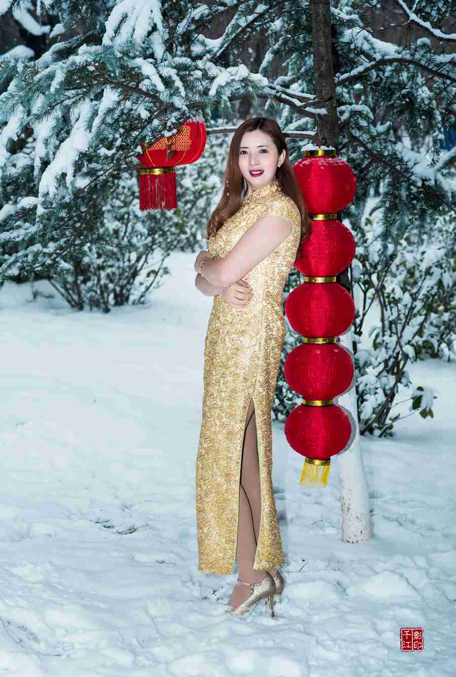 腊梅白雪与旗袍美女争艳