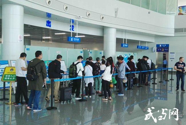 广播|最新消息:上海浦东直飞武当山机场航班晚点30分钟