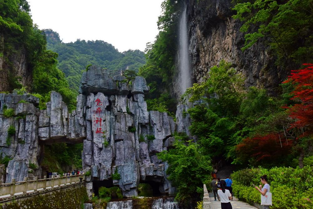景区依托全国文明村,全国十大幸福村尧治河的资源优势,开发建设了尧帝