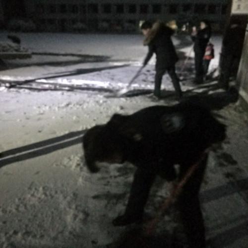 清扫积雪.jpg