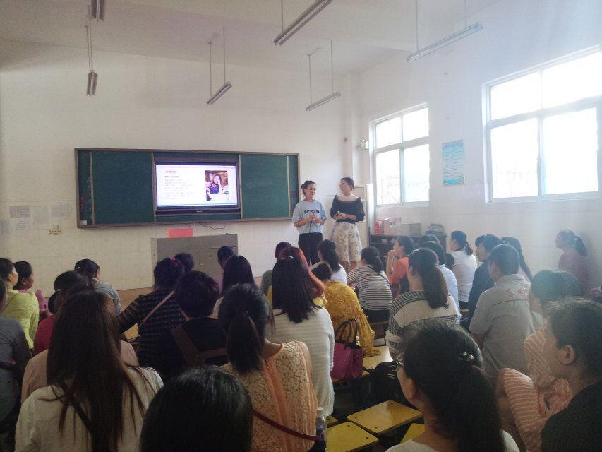 家教张湾行公益巡讲活动:家长上台分享体验感受