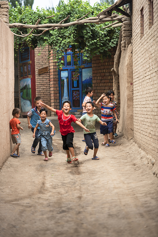 SSM_0376景区内玩耍的居民儿童fb.jpg