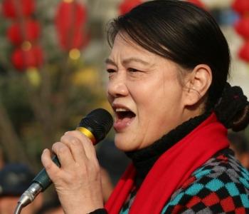 女声独唱《军民团结一条心》