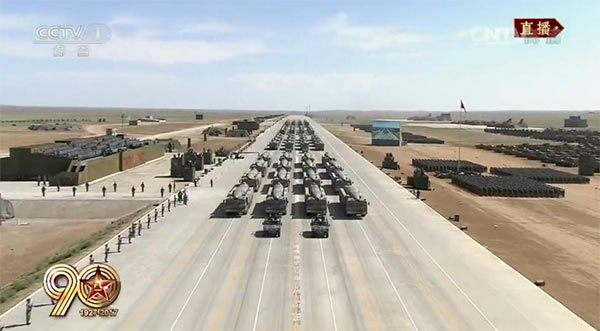 震撼!建军90年大阅兵火箭军各种大杀器压轴登场