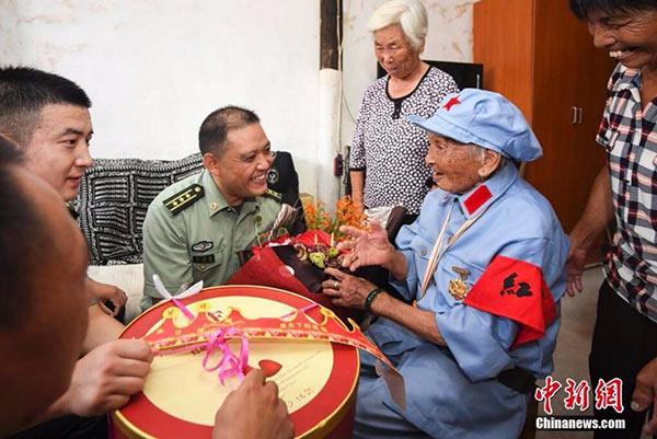 """百岁老红军的""""八一""""建军节"""